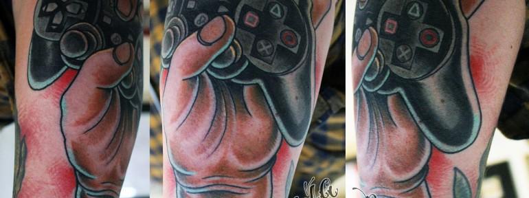 Художественная татуировка «Джойстик».Данила-мастер
