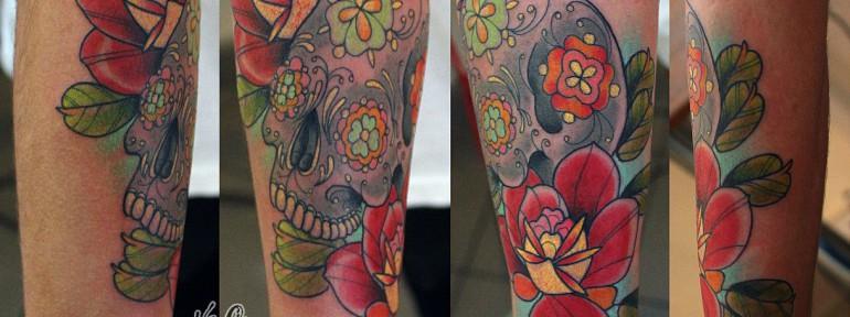 Художественная татуировка «Череп с розами» от Данилы — мастера.