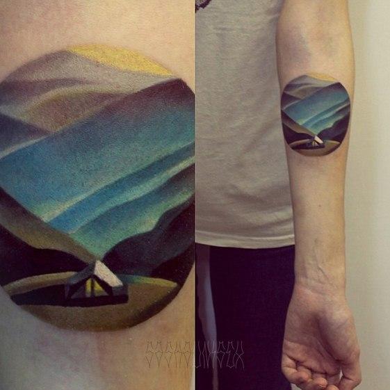 Художественная татуировка «Горы с палаткой» от Саши Унисекс