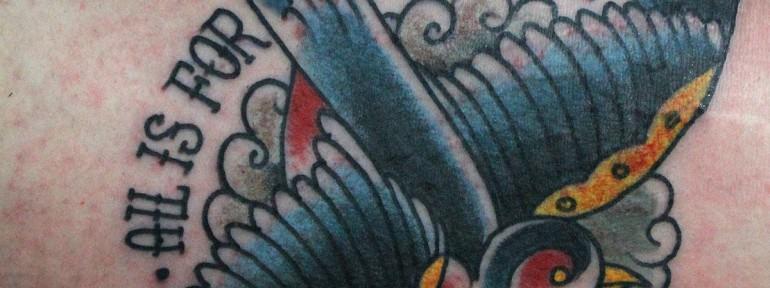 Художественная татуировка «Ласточка», от Данилы Мастера.