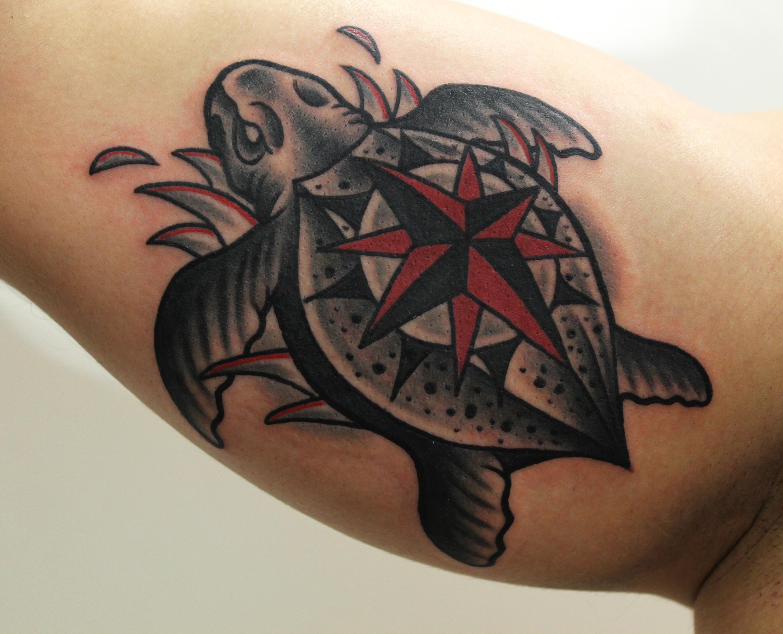 Художественная татуировка «Черепаха». Мастер Денис Марахин.