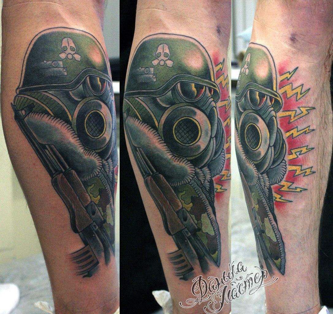 """Художественная татуировка """"Человек в респираторе"""" от Данилы-мастера."""
