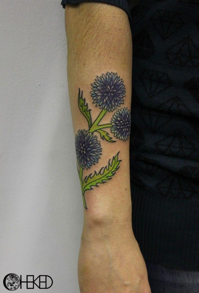 """Художественная татуировка """"Цветы"""" от Алисы Чекед."""
