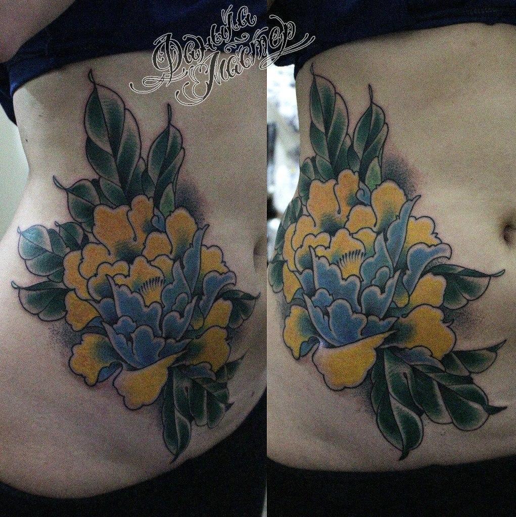 """Художественная татуировка """"Пион"""" от Данилы-Мастера."""