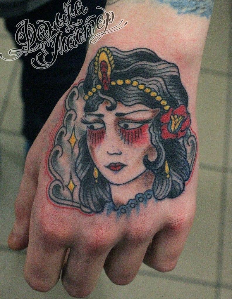 """Художественная татуировка """"Девушка"""" от Данилы-мастера."""