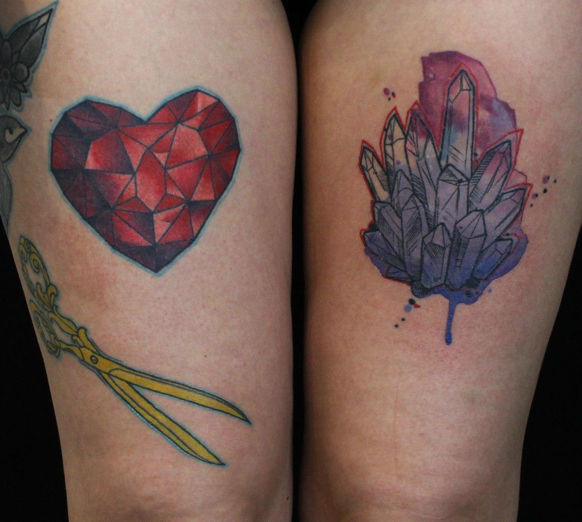 Художественная татуировки «Сердце и кристаллы». Мастер Саша Новик.