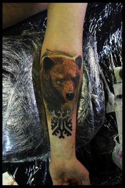 """Художественная татуировка """"Медведь"""". Мастер Сергей Хоррор."""