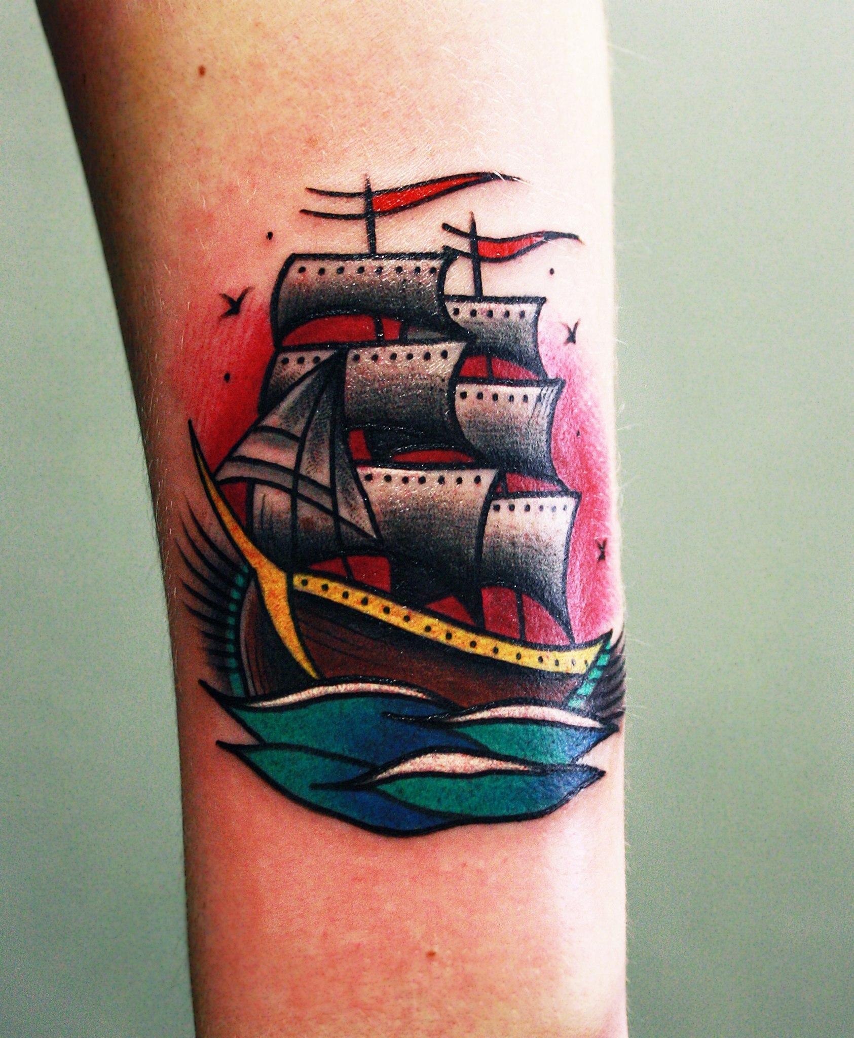 """Художественная татуировка """"Корабль"""" от мастера Вовы Snoop'а."""