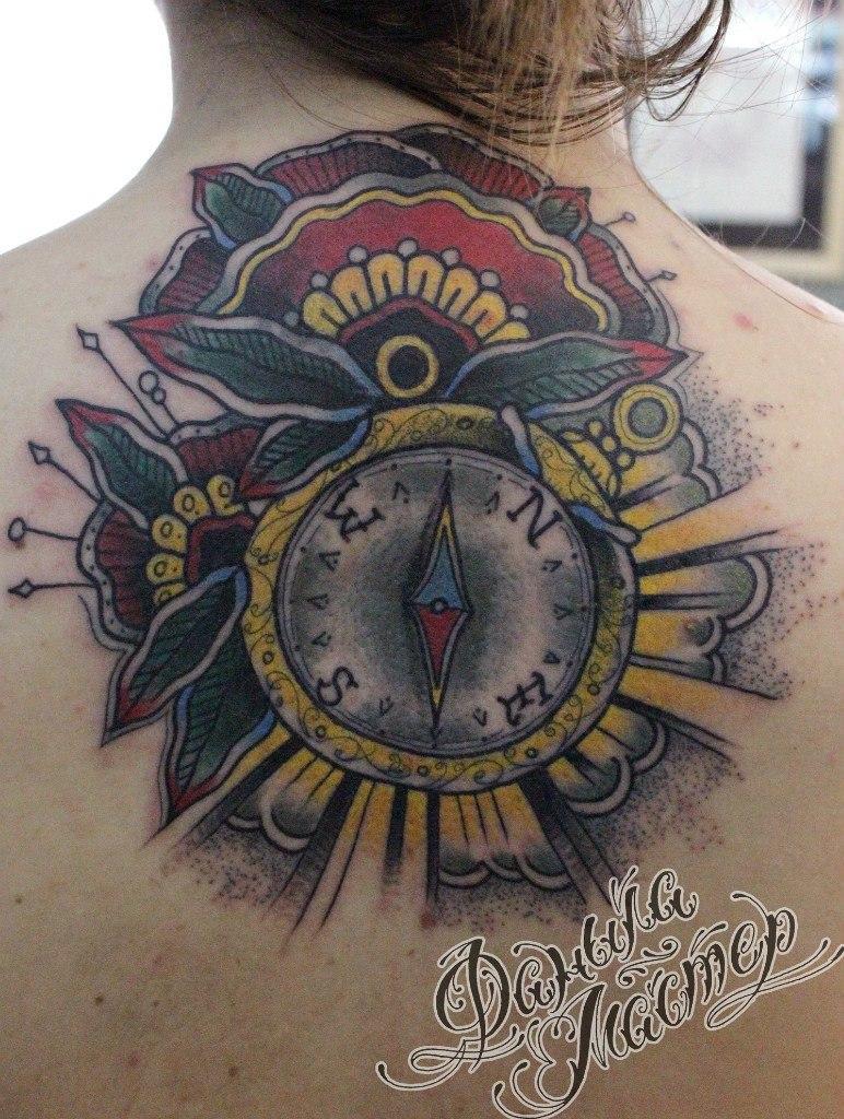 Перекрытие старой татуировки компасом от Данилы-Мастера