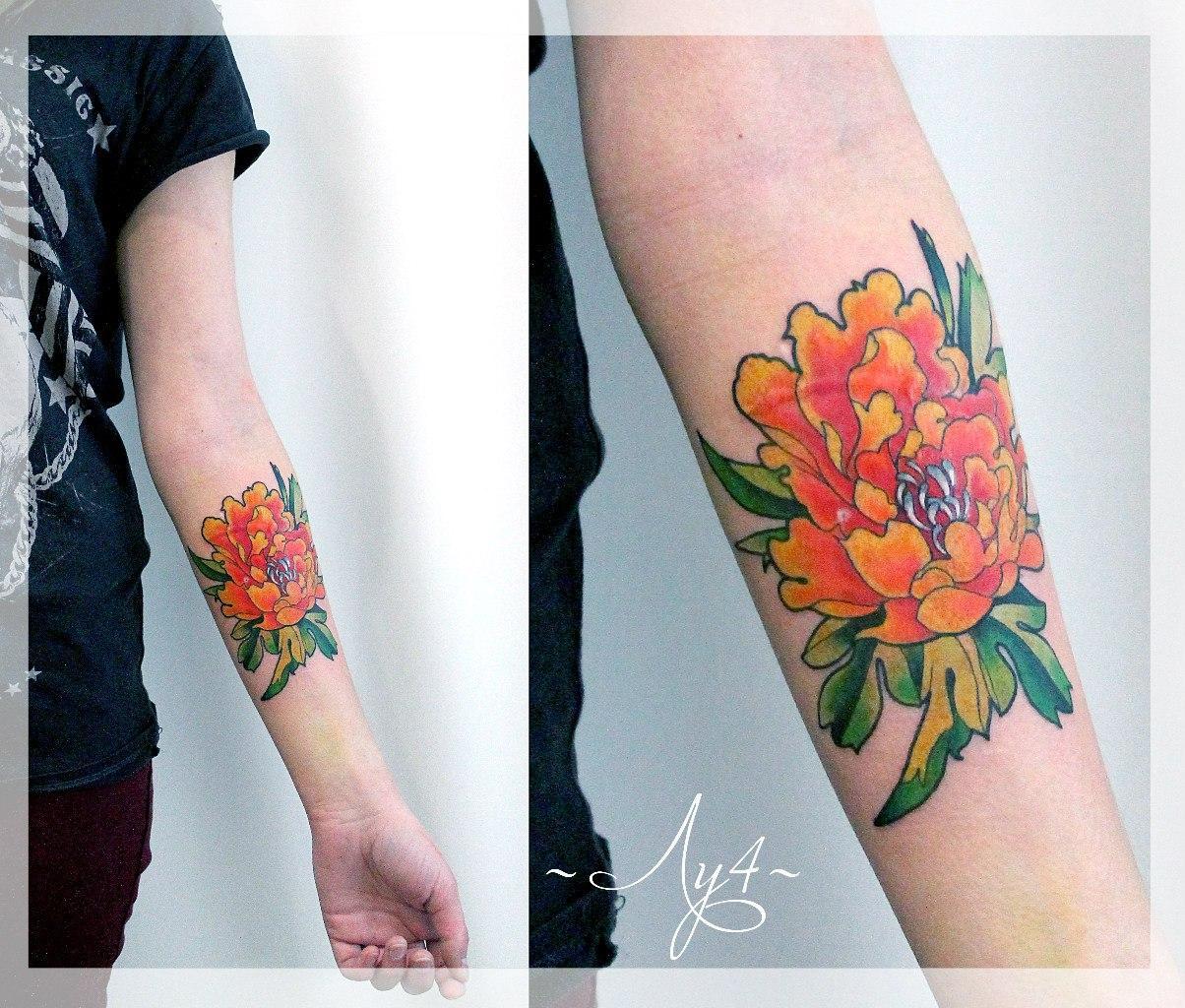 Художественная татуировка «Пион». Мастер Катя Луч.