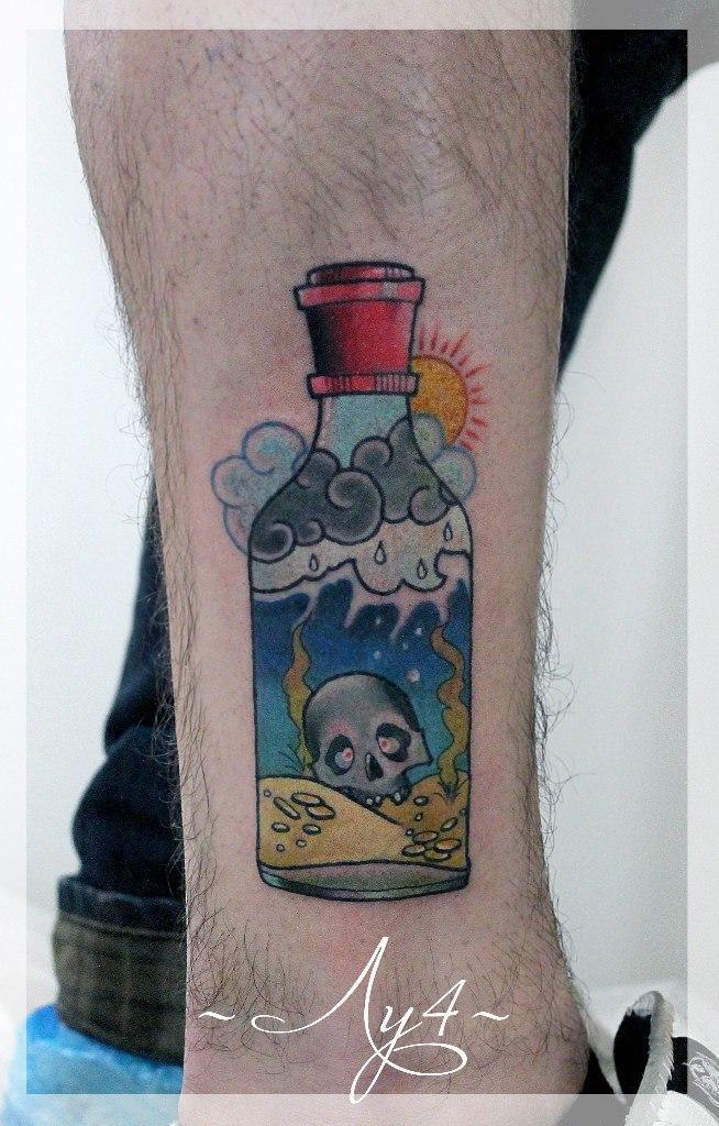 Художественная татуировка «Бутылка». Мастер Катя Луч.