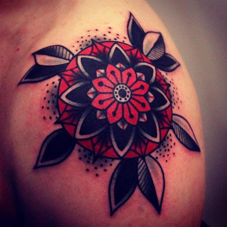 Художественная татуировка «Цветок». Мастер Денис Марахин.