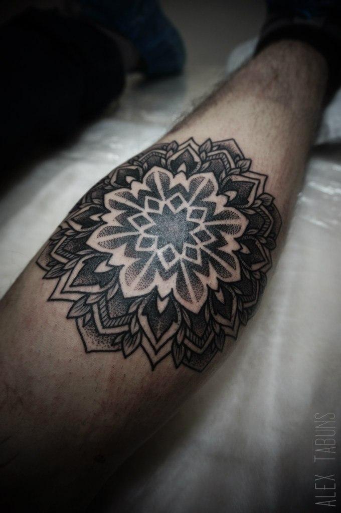 """Художественная татуировка """"Мандала"""" от Саши Табунс"""