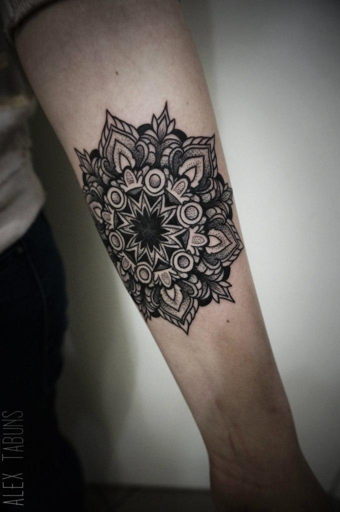 "Художественная татуировка ""Мандала"". Мастер Саша Табунс"