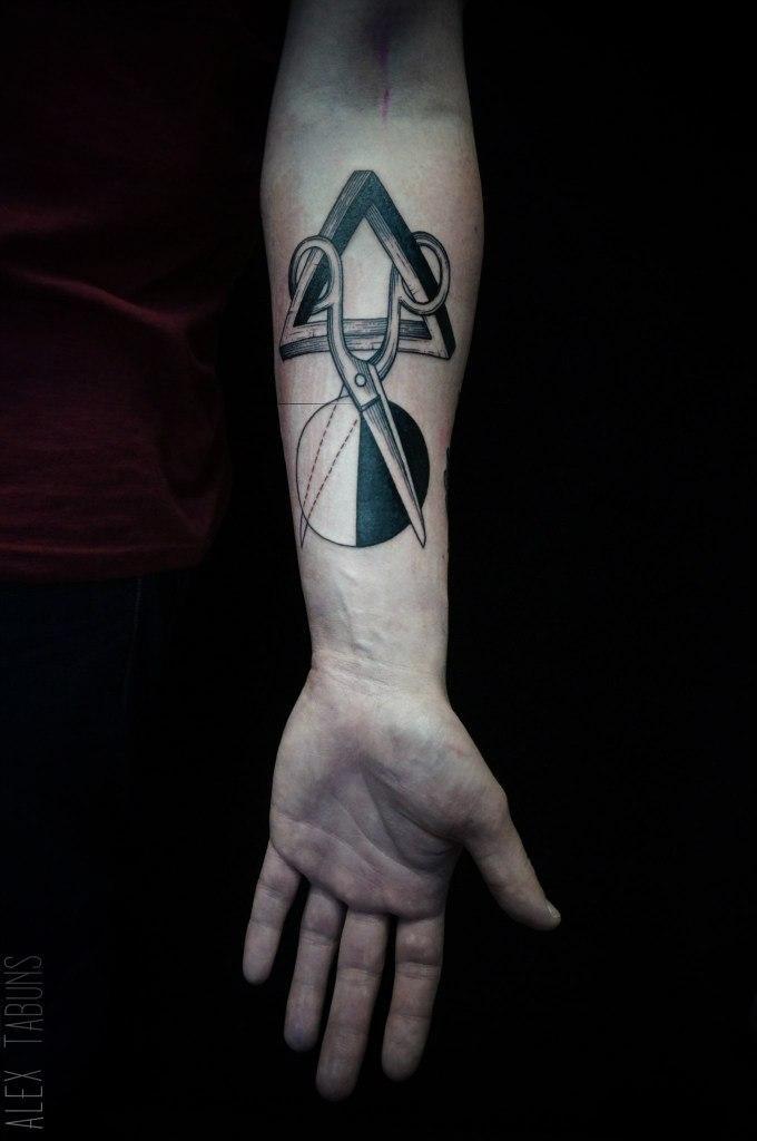 """Художественная татуировка """"Ножницы"""" от Саши Табунс"""