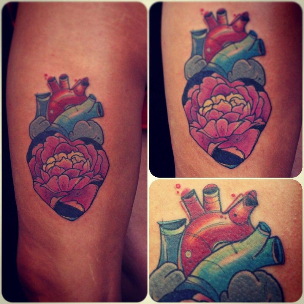 Художественная татуировка «Сердце». Мастер Саша Новик.