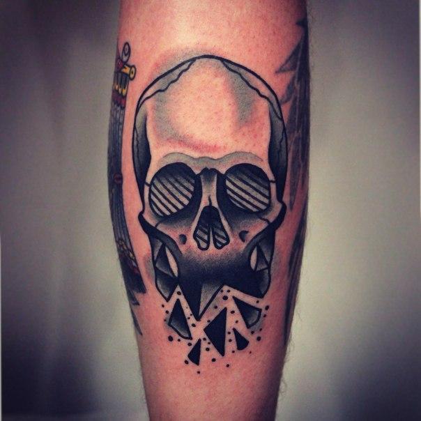 Художественная татуировка «Череп». Мастер Денис Марахин.