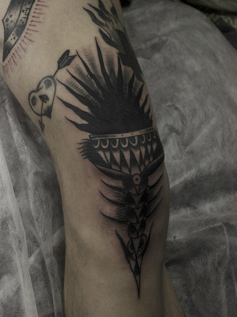"""Художественная татуировка """"Факел"""". Мастер Вова Snoop."""