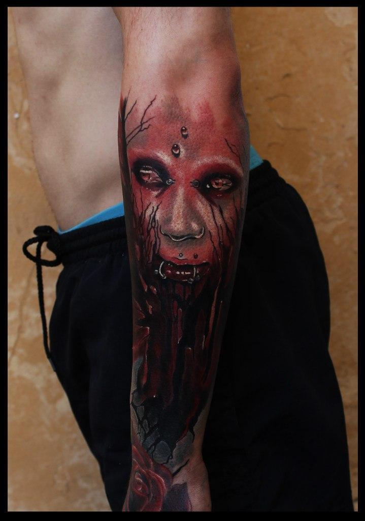 """Художественная татуировка """"Кровавая девушка"""". Мастер Сергей Horror."""