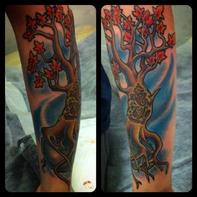 """Художественная татуировка """"Дерево"""". Мастер Евгений Химик."""