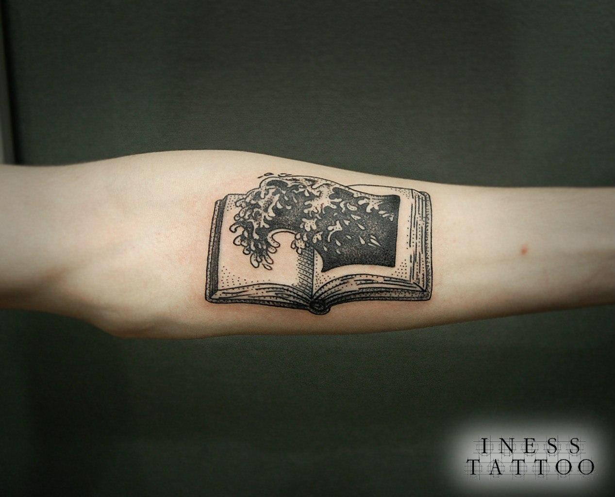 """Художественная татуировка """"Книга"""" от Инессы Кефир"""
