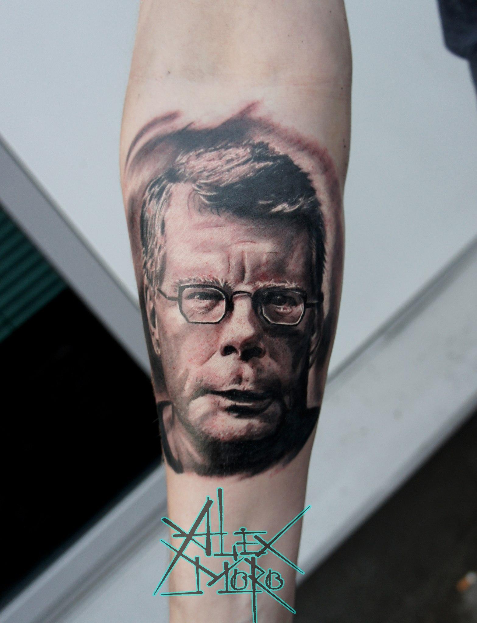 """Художественная татуировка """"Стивен Кинг"""" от Александра Морозова"""