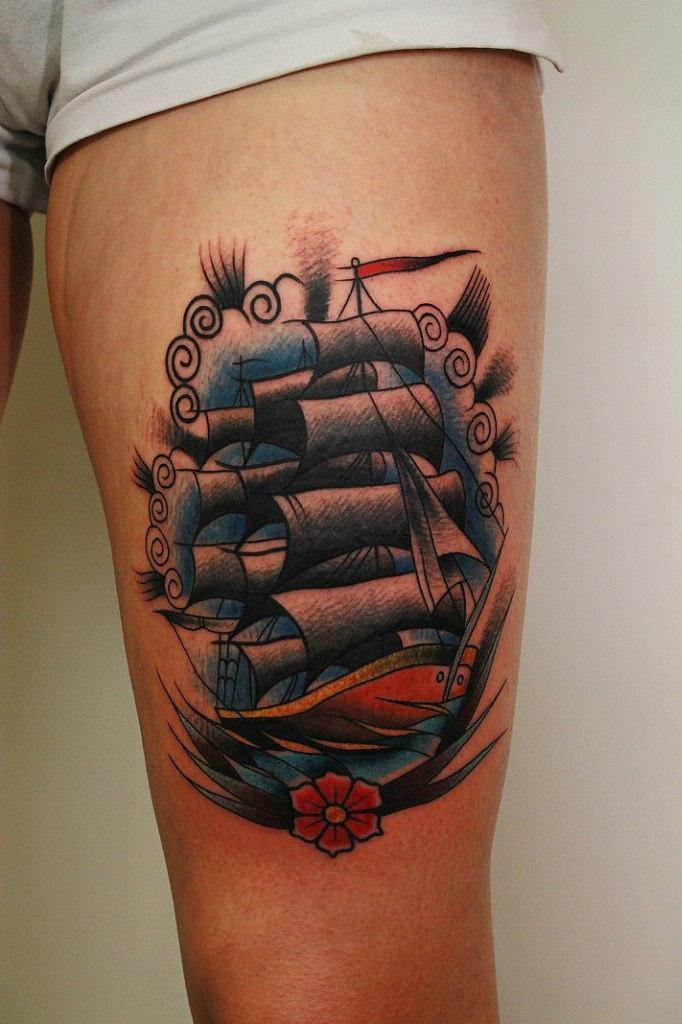 Художественная татуировка «Корабль». Мастер Вова Snoop.