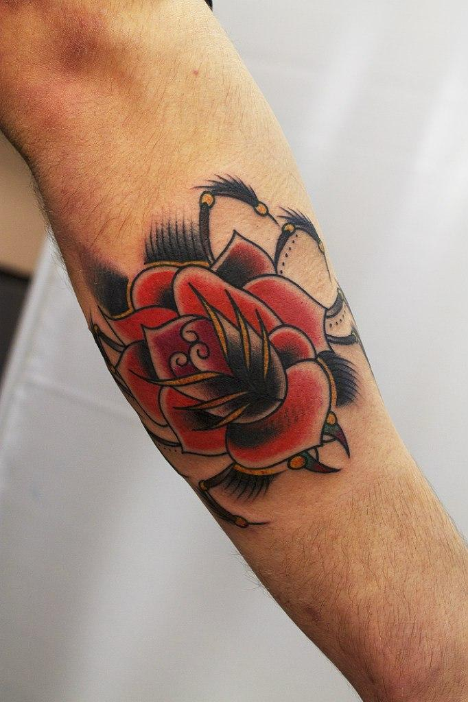 """Художественная татуировка """"Роза"""". Мастер Вова Snoop."""
