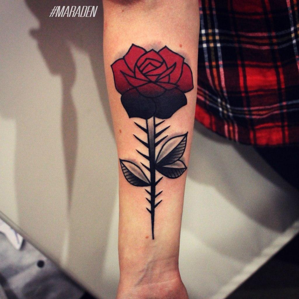 Художественная татуировка «Роза». Мастер Денис Марахин.