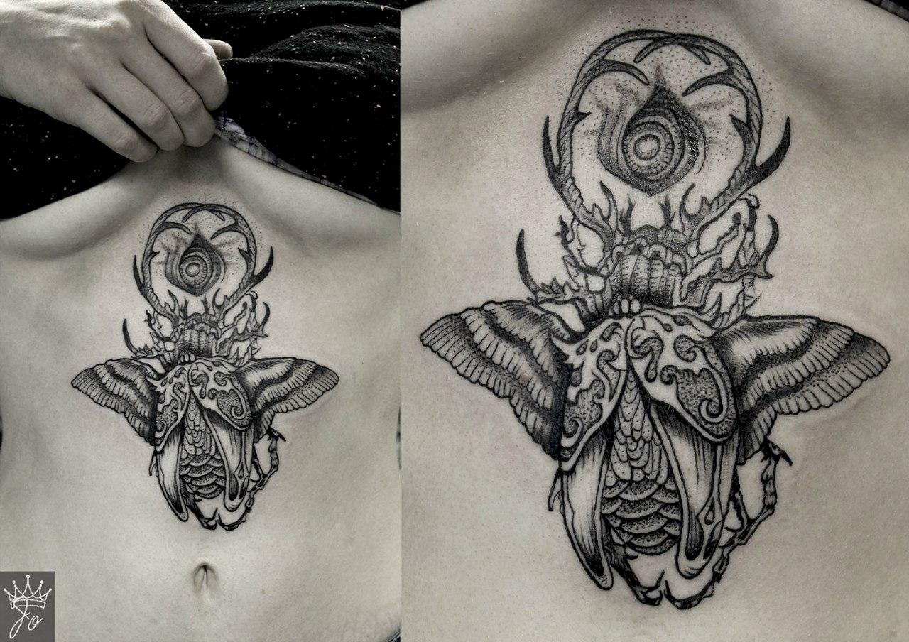 """Художественная татуировка по эскизу Caitlin Hackett """"Сюрреалистичный жук"""". Мастер Ксения Jokris Соколова."""