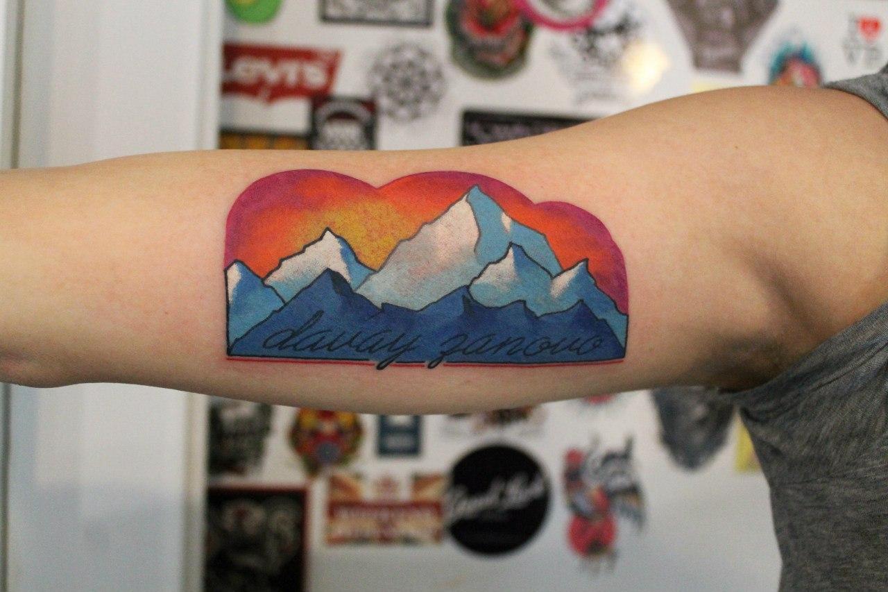 Художественная татуировка «Давай заново». Мастер Саша Новик.