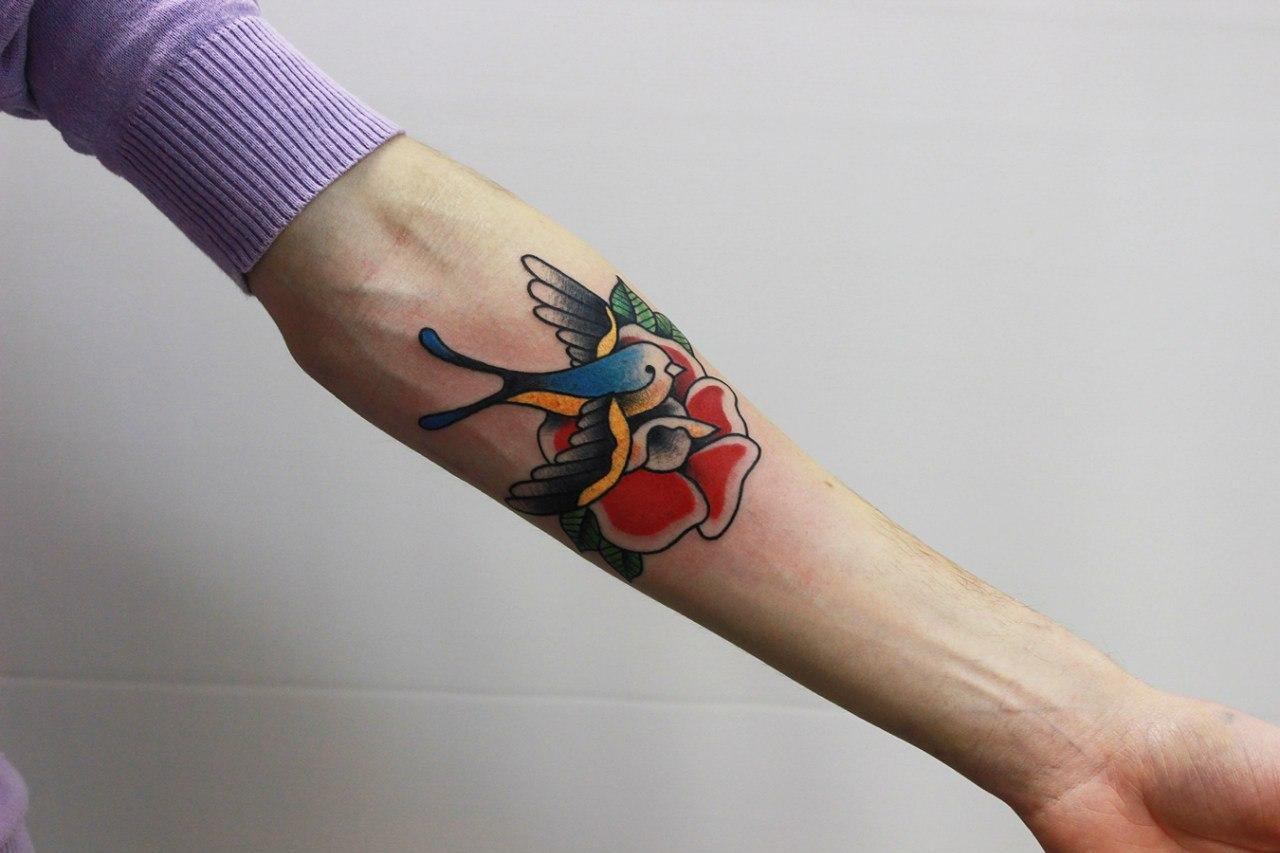"""Художественная татуировка """"Ласточка"""". Начинающий мастер Евгений Константинов."""