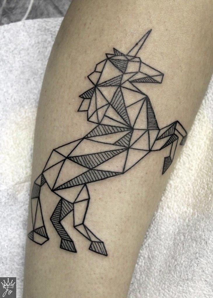 Художественная татуировка «Единорог». Мастер Ксения Jokris Соколова.