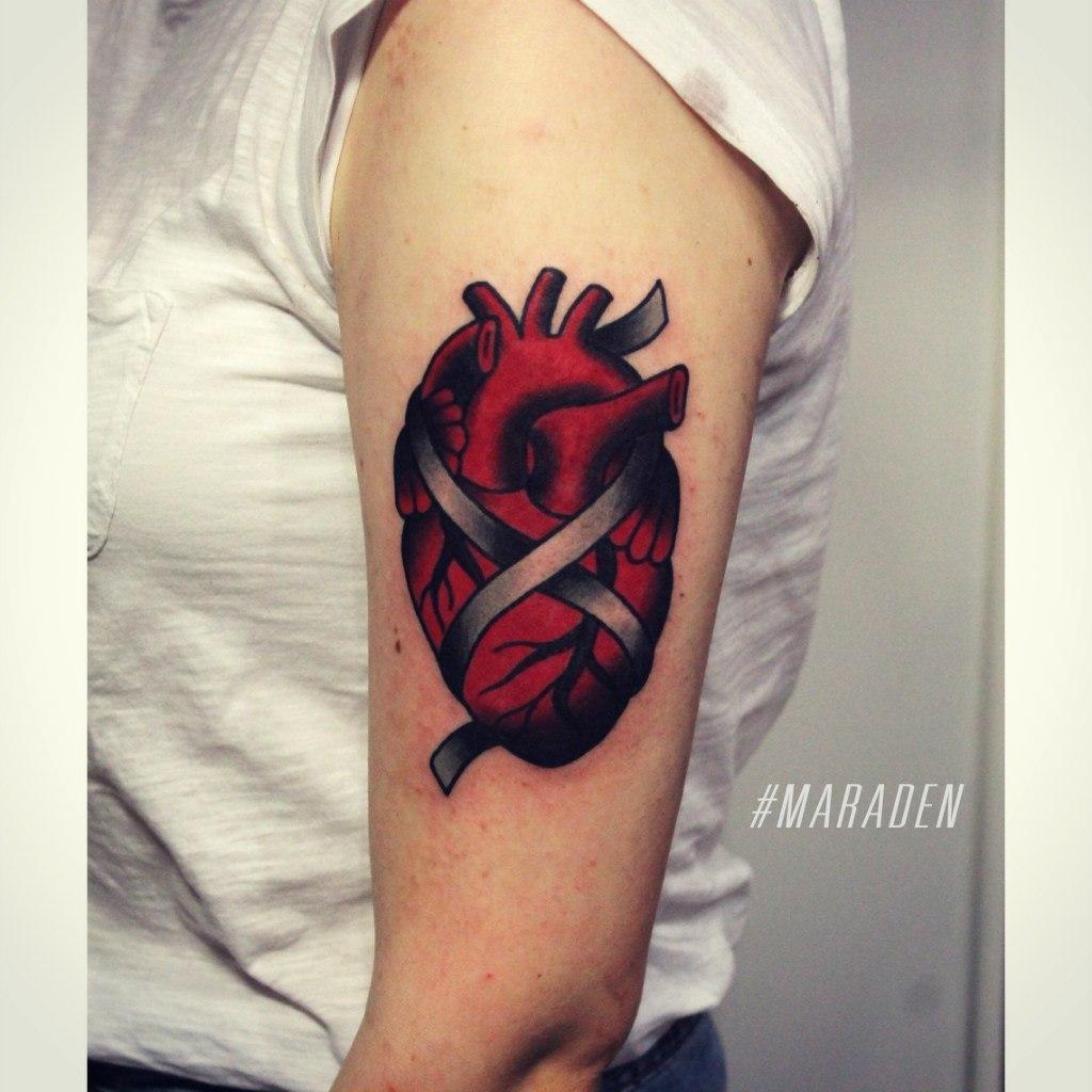 Художественная татуировка «Сердце». Мастер Денис Марахин. По собственному эскизу. Расположение: плечо. Время работы: 2,5 часа.