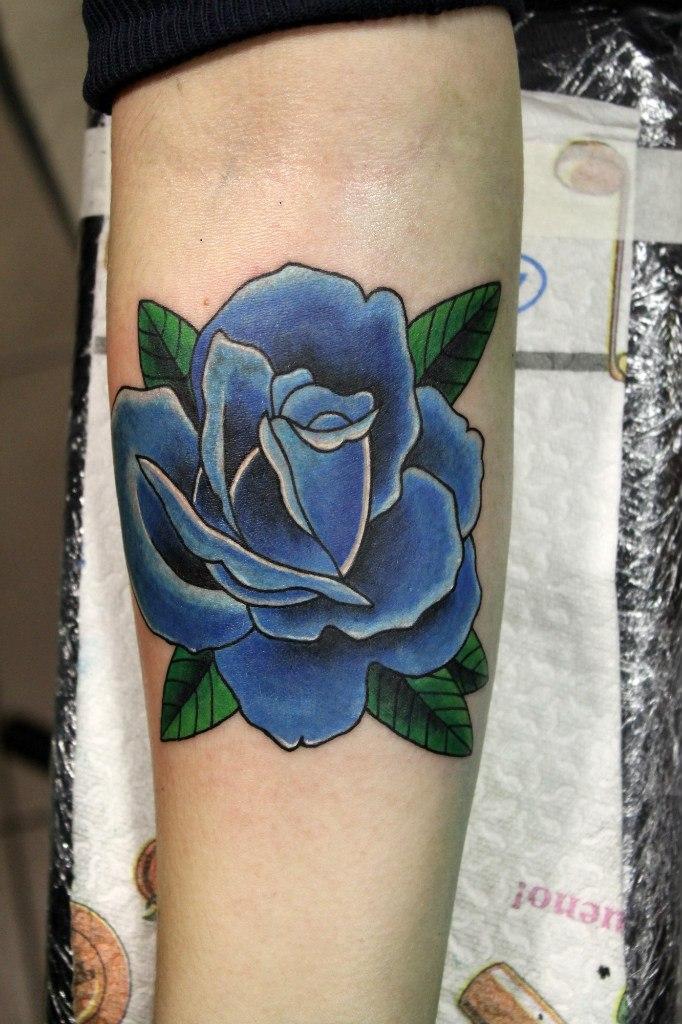 Художественная татуировка «Голубая роза». Мастер Нияз Фахриев.