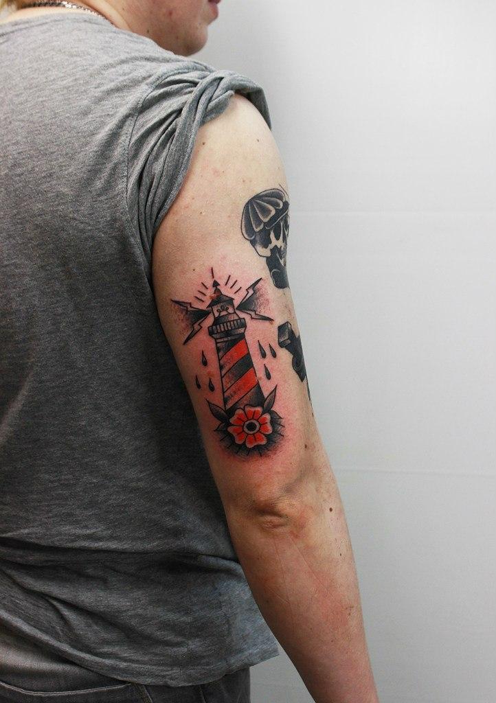 Художественная татуировка «Маяк». Мастер Евгений Константинов.