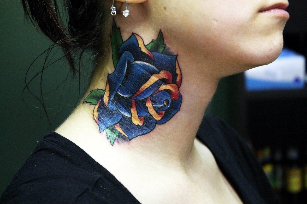 """Художественная татуировка """"Синяя роза"""". Мастер Нияз Фахриев."""