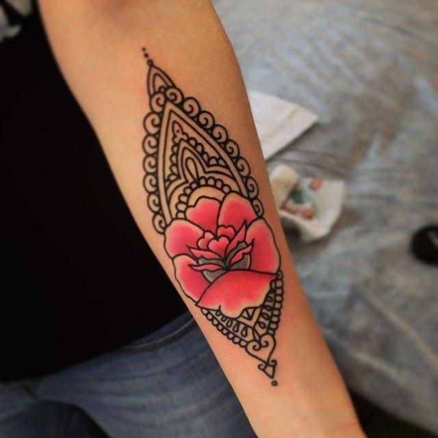 Художественная татуировка «Орнамент с розой». Мастер  Настя Стриж. По собственному дизайну. Расположение: предплечье. Время работы 1,5 часа.