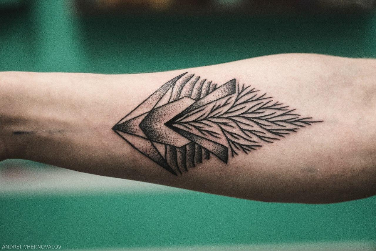 Художественная татуировка «Геометрия. Ветки». Мастер — Андрей Черновалов.