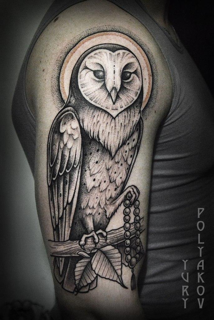 Художественная татуировка «Просветленная сова на ветке дерева Бодхи» от Юрия Полякова
