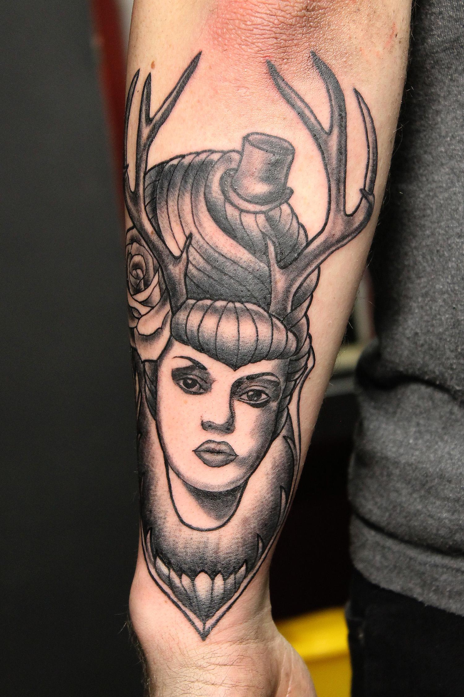 """Художественная татуировка """"Дама с рогами"""". Мастер Нияз Фахриев."""
