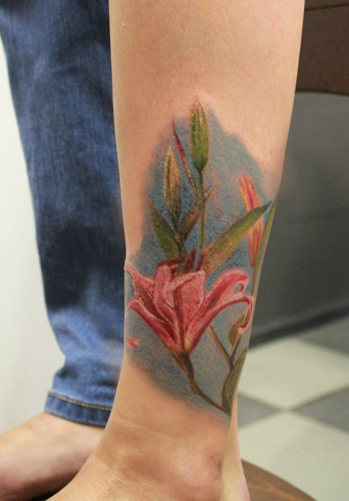 """Художественная татуировка """"Лилии"""". Мастер Анастасия Енот."""