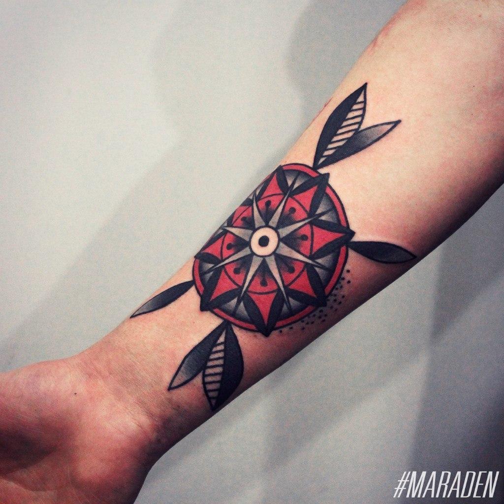 Художественная татуировка «Цветок». Мастер — Денис Марахин. Расположение — предплечье. Время работы — 3 часа. По собственному эскизу.