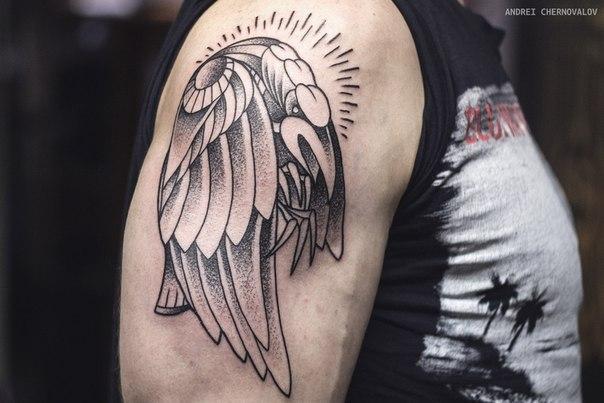 """Художественная татуировка """"Ворон"""". Мастер Андрей Черновалов."""
