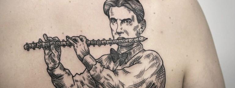 Художественная татуировка «Маяковский». Мастер — Инесса Кефир