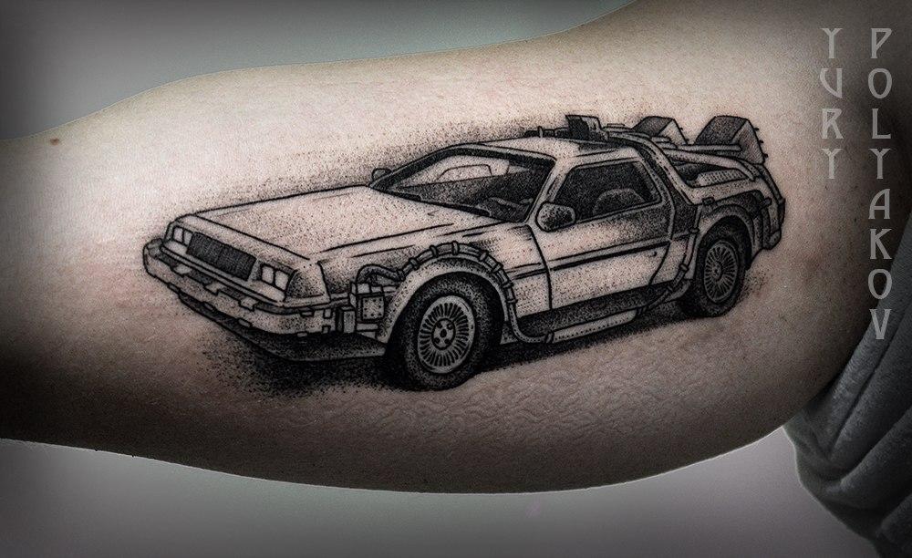 """Художественная татуировка """"DeLorean"""" от Юрия Полякова"""