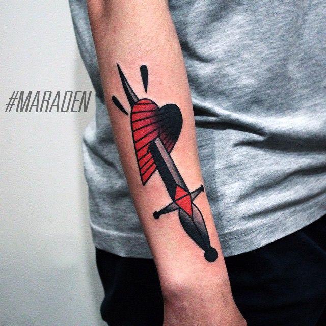 Художественная татуировка «Кинжал в сердце». Мастер — Денис Марахин