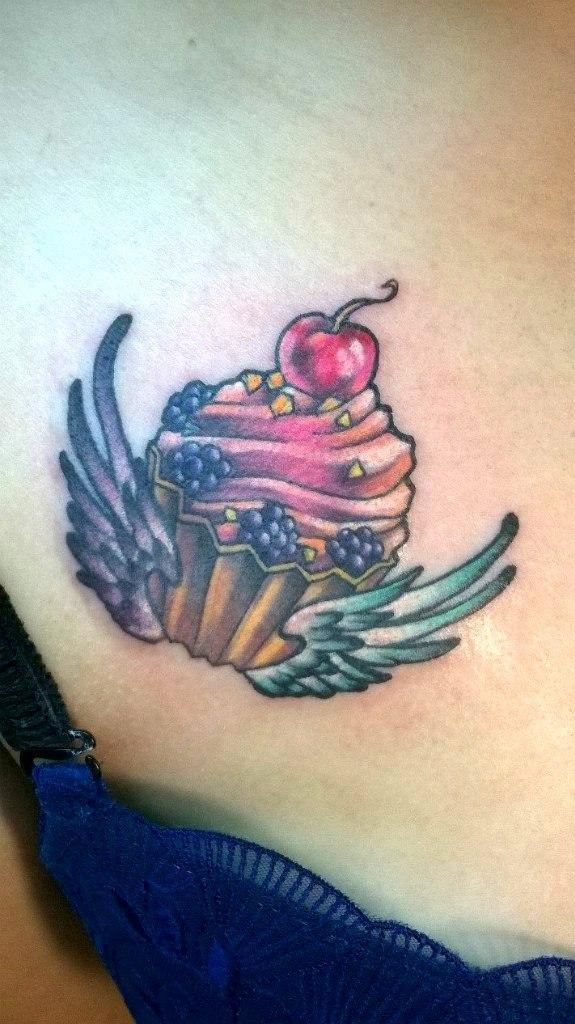 Художественная татуировка «Пирожное». Мастер — Анна Корь