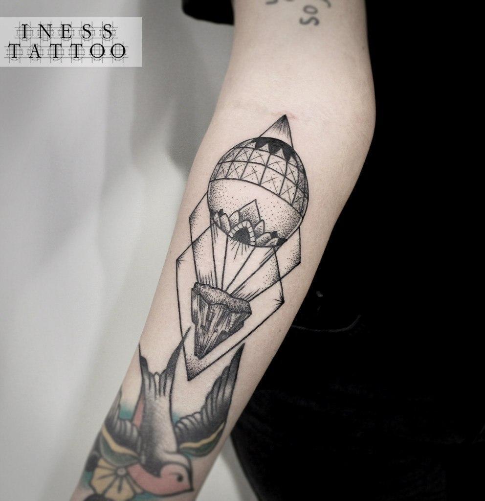 Художественная татуировка «Воздушный шар». Мастер — Инесса Кефир