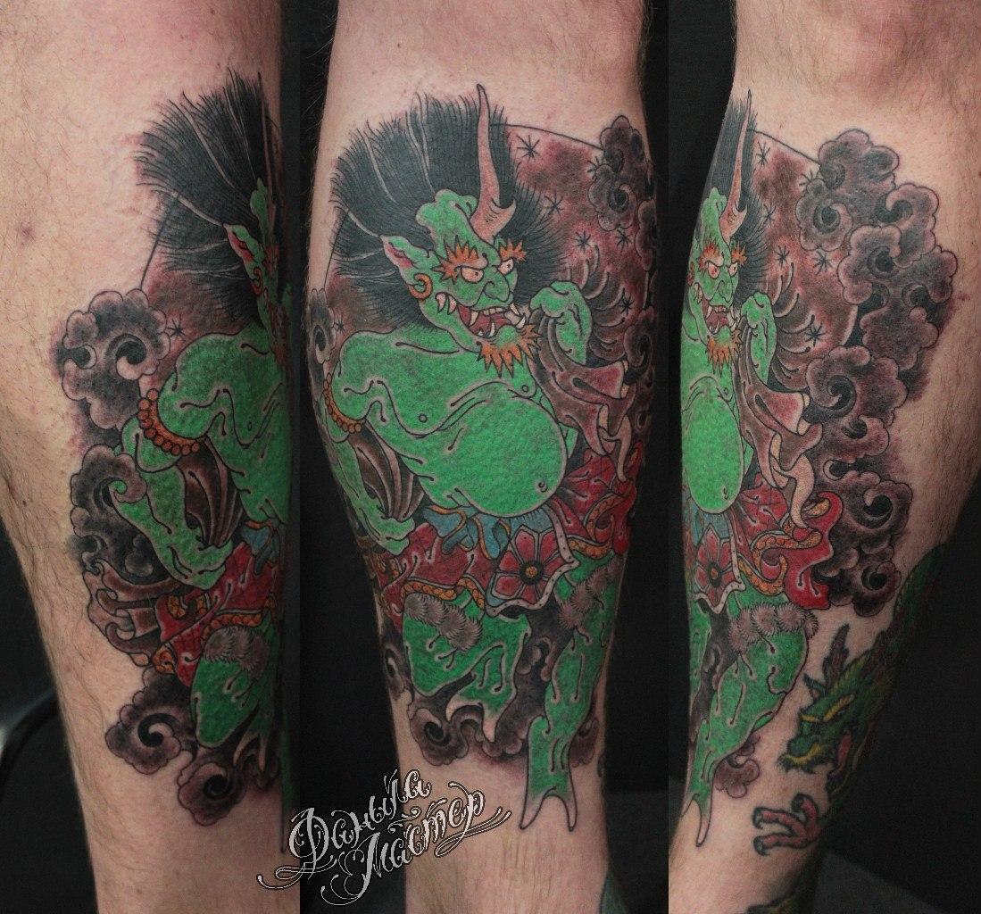 """Художественная татуировка """"Фудзин"""" от Данилы-Мастера."""